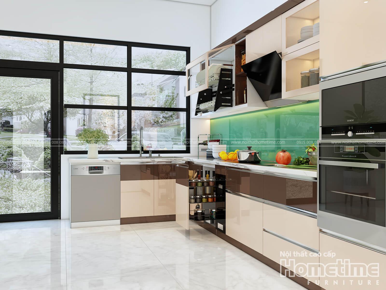 Hướng nhìn cạnh tủ bếp nhựa hiện đại nhà anh Khái