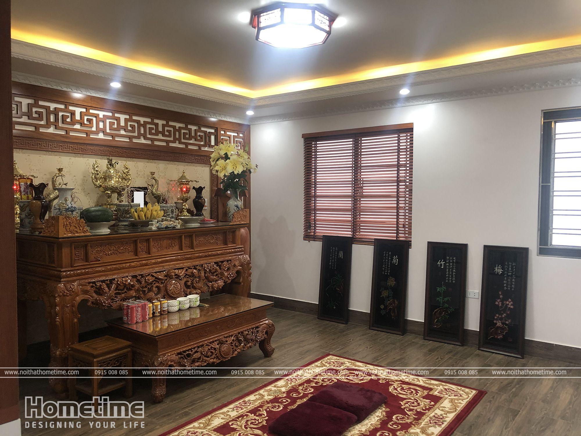 Không gian nội thất phòng thờ nhà anh Hiền