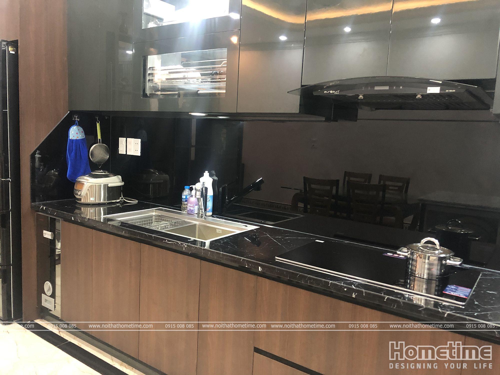 Phòng bếp sử dụng thiết bị bếp hiện đại