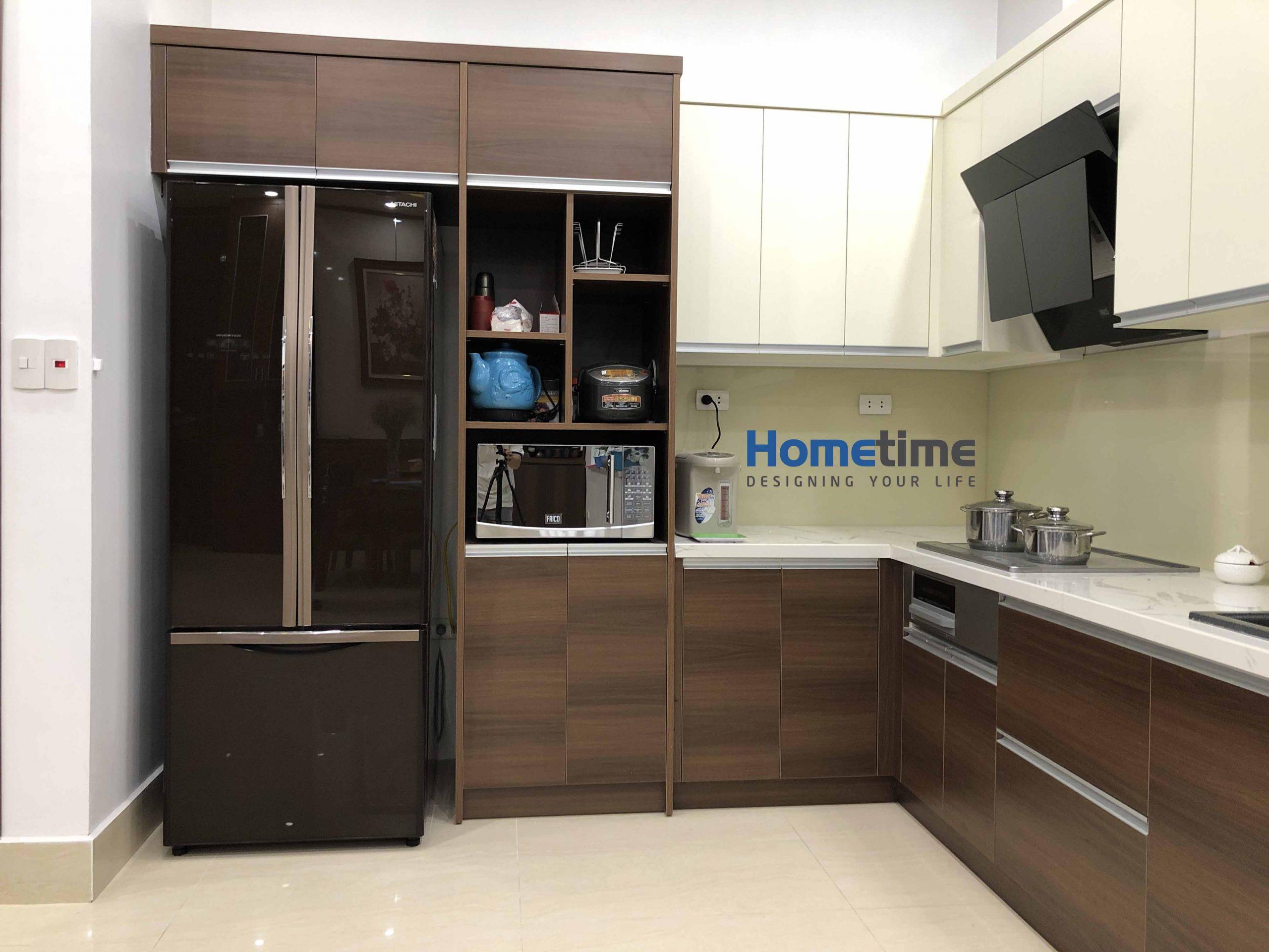 Phần vách tủ lạnh và mặt cạnh tủ bếp